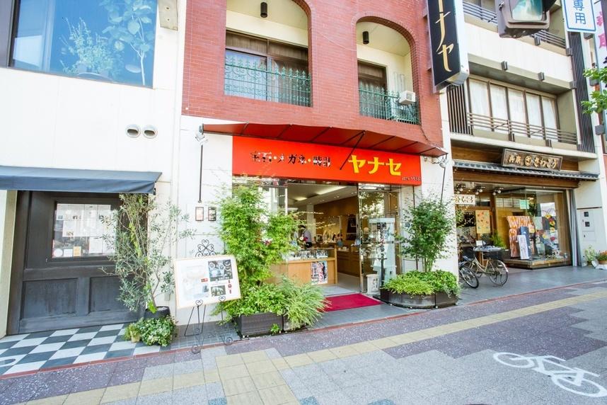 写真:豊田店の外観。まちなかにあるので、気持ちも上向きます。